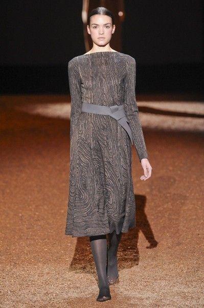 Sleeve, Human body, Shoulder, Dress, Joint, Style, One-piece garment, Fashion model, Fashion, Street fashion,