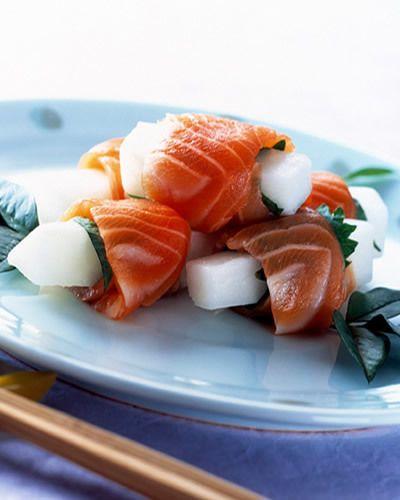 """<p><a href=""""http://www.elle.it/Cucina/Content/Antipasti/Ravanello-avvolto-da-Fettine-di-Salmone-fresco"""" target=""""_self"""">Ravanello avvolto da fettine di salmone fresco</a></p>"""