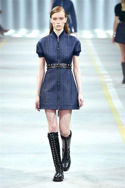 Clothing, Leg, Sleeve, Human body, Human leg, Shoulder, Joint, Style, Street fashion, Fashion model,