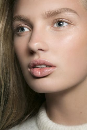 Lip, Cheek, Mouth, Brown, Skin, Hairstyle, Eye, Chin, Forehead, Eyelash,