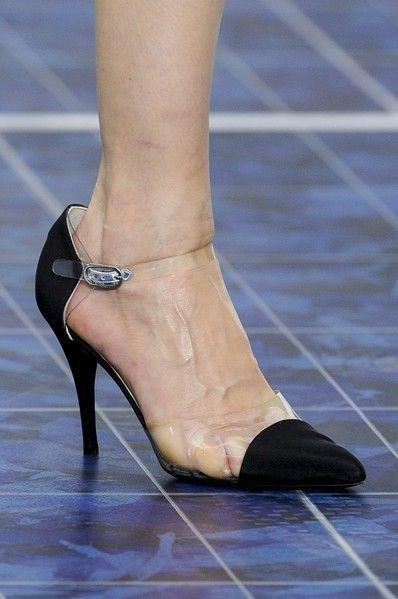 Human leg, Joint, Sandal, Foot, Fashion, Toe, High heels, Dancing shoe, Ankle, Close-up,