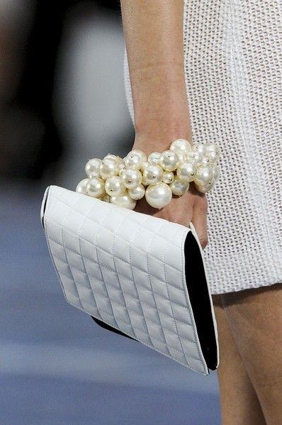Jewellery, Fashion accessory, Natural material, Body jewelry, Gemstone, Pearl, Creative arts, Silver, Craft, Bridal accessory,