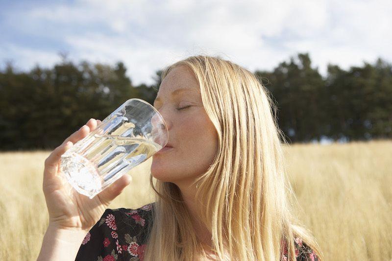 ogni volta a bere acqua per perdere peso