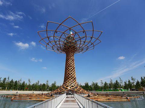 Sky, Landmark, Symmetry, Reflection, Public utility, Tourist attraction, Tower, Tropics, Walkway, Boardwalk,