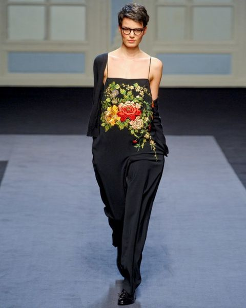 Clothing, Shoulder, Fashion show, Joint, Style, Fashion model, Waist, Street fashion, Runway, Fashion,