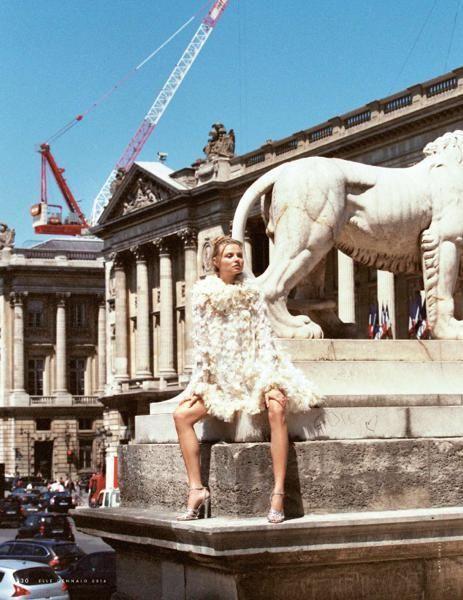 Dress, Landmark, Sculpture, Crane, Tourist attraction, Vehicle registration plate, Monument, Nonbuilding structure, Statue, Foot,