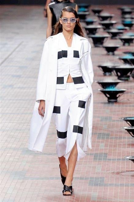 Clothing, Sleeve, Shoulder, Fashion show, Outerwear, Runway, Style, Fashion model, Street fashion, Fashion,