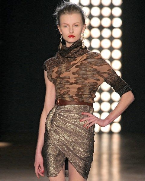 Human body, Shoulder, Fashion show, Joint, Waist, Runway, Fashion model, Fashion, Trunk, Model,
