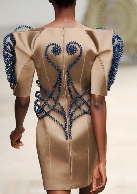 Shoulder, Joint, Pattern, Waist, Back, Fashion, Neck, Tan, Chest, Mannequin,