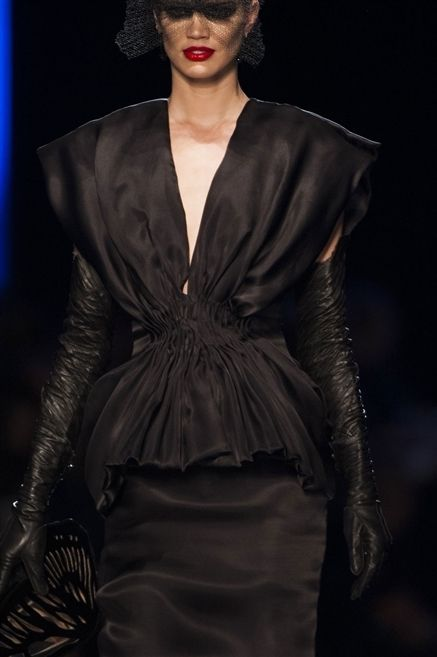 Clothing, Outerwear, Fashion show, Style, Fashion model, Fashion, Lipstick, Runway, Blazer, Fashion design,