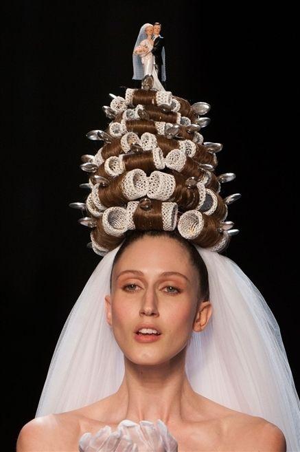 Hair accessory, Headpiece, Bridal accessory, Headgear, Costume accessory, Fashion, Veil, Eyelash, Crown, Costume design,