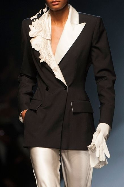 Sleeve, Collar, Human body, Coat, Textile, Joint, Outerwear, Formal wear, Style, Fashion model,