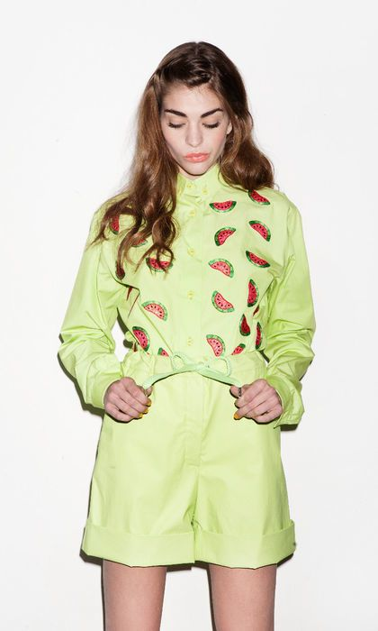 Clothing, Sleeve, Green, Shoulder, Textile, Joint, Collar, Style, Dress, Pattern,