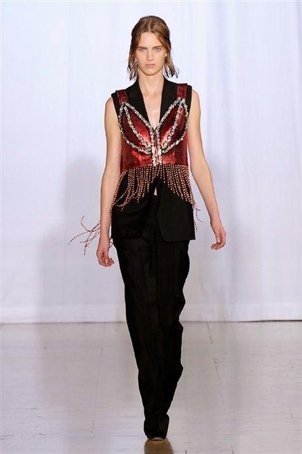 Sleeve, Fashion show, Shoulder, Joint, Jewellery, Waist, Fashion model, Style, Runway, Fashion,