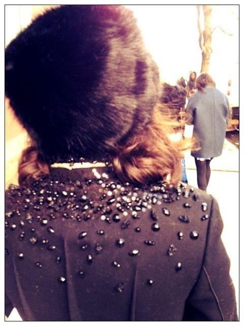 Black hair, Street fashion, Fur, Back, Natural material,