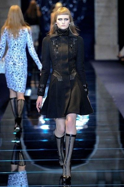 Clothing, Leg, Fashion show, Outerwear, Style, Fashion model, Runway, Street fashion, Thigh, Winter,