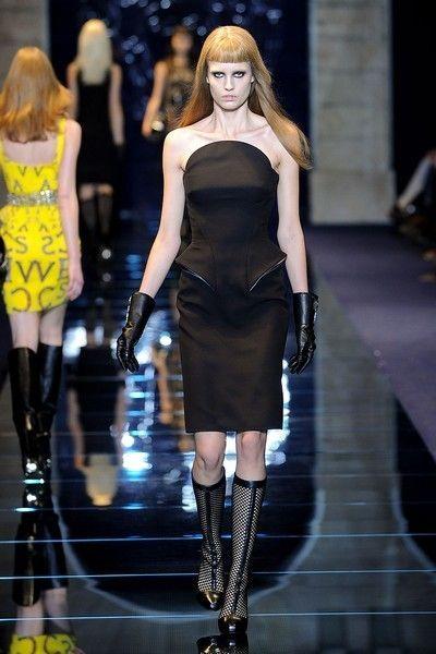 Clothing, Fashion show, Dress, Joint, Fashion model, Style, Runway, Thigh, Fashion, Beauty,