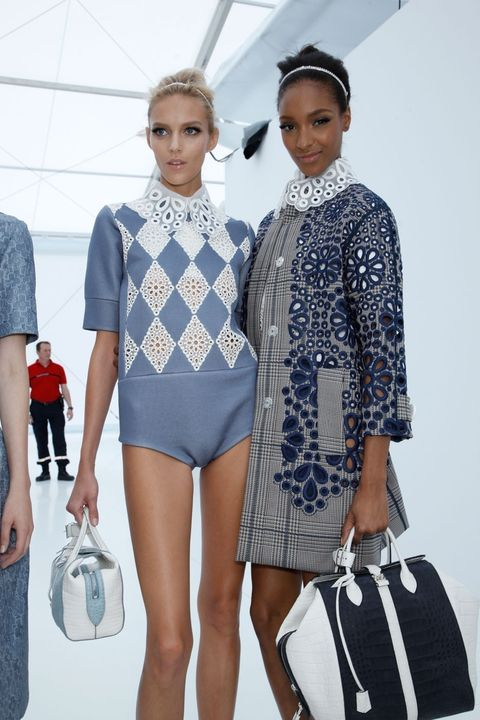 Leg, Textile, Bag, Style, Fashion accessory, Fashion, Luggage and bags, Shoulder bag, Fashion design, Fashion show,