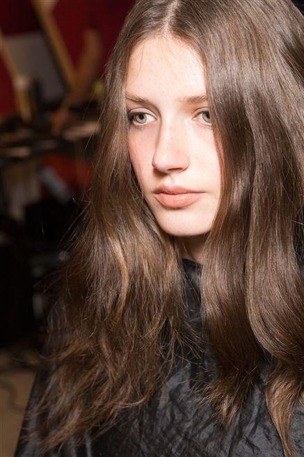 Lip, Hairstyle, Chin, Eyebrow, Eyelash, Style, Step cutting, Long hair, Beauty, Brown hair,
