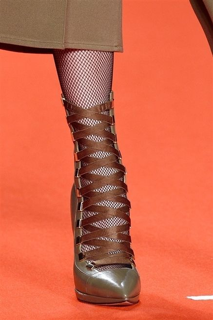 Human leg, Textile, Red, Fashion, Carmine, Knee, Leather, Maroon, Tights, Liver,