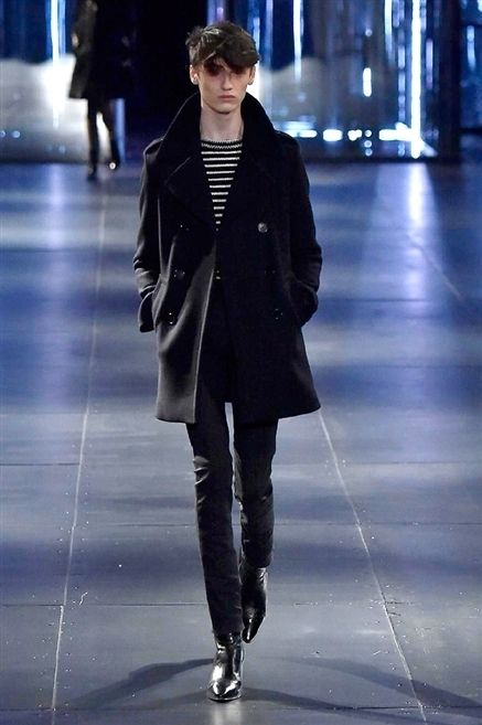 Human body, Coat, Outerwear, Standing, Fashion show, Jacket, Style, Winter, Street fashion, Runway,