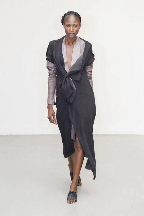 Sleeve, Shoulder, Joint, Human leg, Formal wear, Style, Fashion show, One-piece garment, Dress, Fashion model,