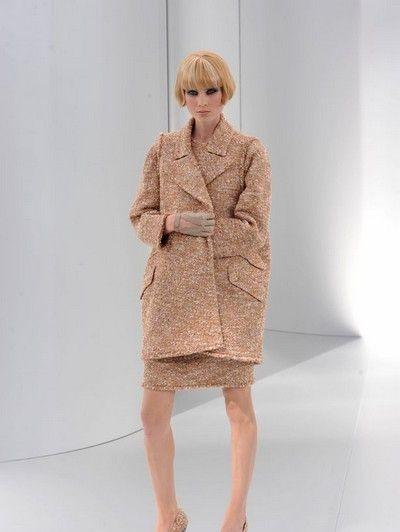Clothing, Sleeve, Shoulder, Human leg, Joint, Standing, Style, Collar, Bangs, Dress,