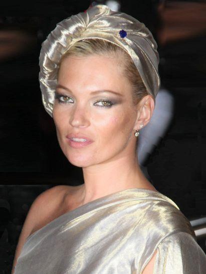 Lip, Hairstyle, Bridal accessory, Style, Eyelash, Hair accessory, Headgear, Fashion accessory, Fashion, Beauty,
