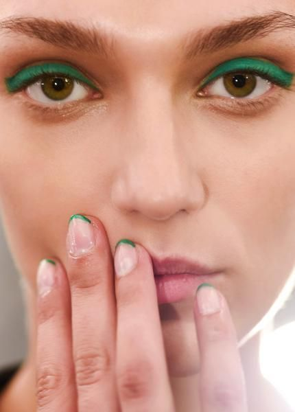 Finger, Lip, Cheek, Green, Brown, Skin, Forehead, Eyelash, Eyebrow, Nail,
