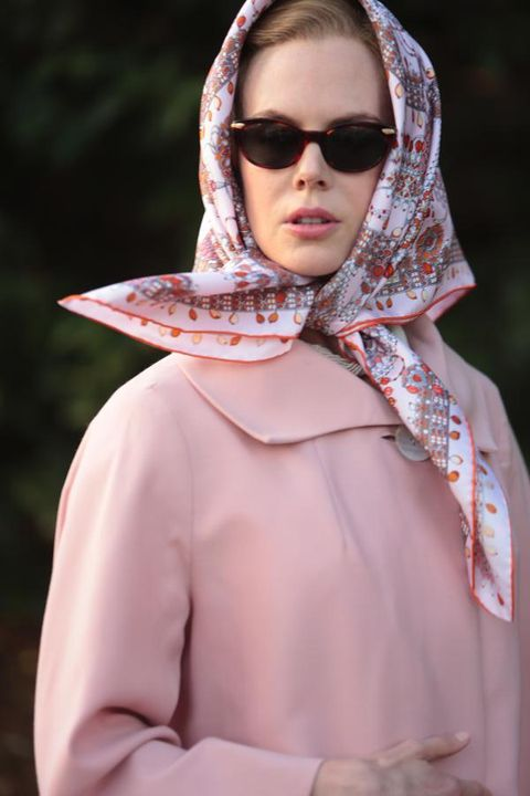Eyewear, Lip, Sleeve, Textile, Collar, Wrap, Sunglasses, Fashion, Street fashion, Stole,