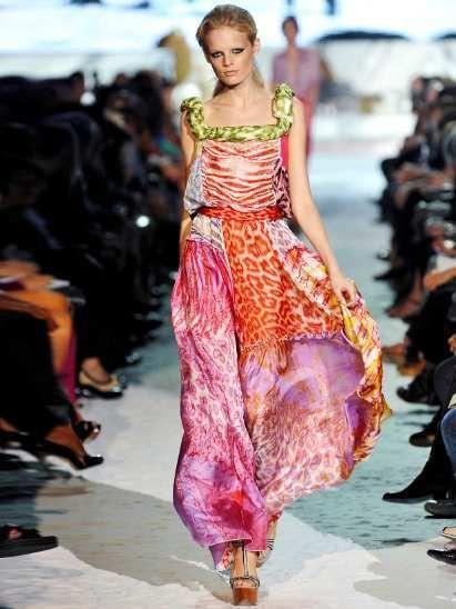 Footwear, Fashion show, Event, Runway, Shoulder, Fashion model, Style, Waist, Model, Fashion,