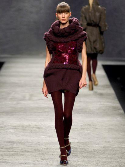 Clothing, Fashion show, Sleeve, Human body, Shoulder, Human leg, Joint, Outerwear, Runway, Fashion model,