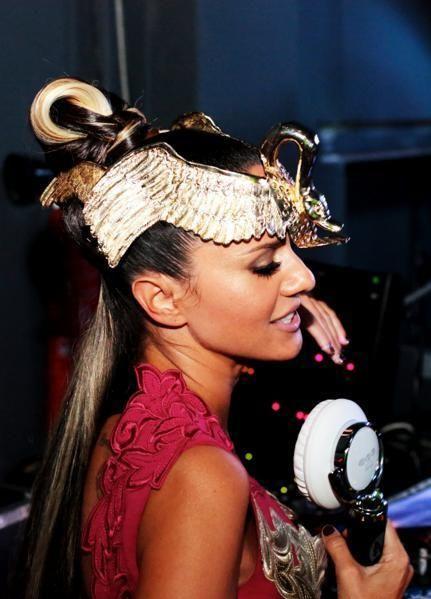 Hairstyle, Hair accessory, Eyelash, Style, Headpiece, Headgear, Fashion accessory, Costume accessory, Fashion, Beauty,