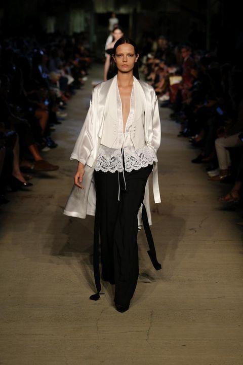 Fashion show, Runway, Style, Fashion model, Waist, Street fashion, Fashion, Neck, Jewellery, Model,