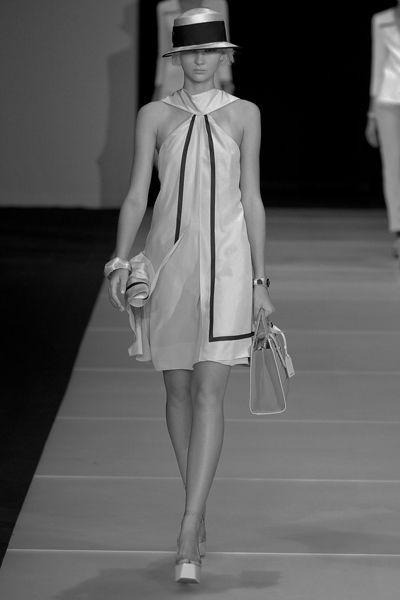 Leg, Hat, Shoulder, Dress, Joint, White, Style, Bag, Fashion accessory, Sun hat,