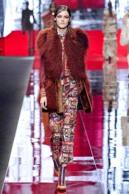 Fashion show, Textile, Outerwear, Runway, Style, Fashion model, Winter, Street fashion, Jacket, Fashion,