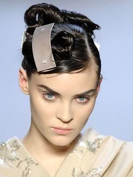 Hair, Ear, Lip, Hairstyle, Chin, Forehead, Eyebrow, Hair accessory, Style, Eyelash,