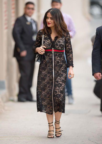 nera del popolarissimo abito Gucci per una sua apparizione al Jimmy Kimmel  Live. La sua interpretazione risulta molto più morigerata sotto il vestito 30f97257256