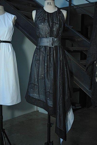 Clothing, Dress, Sleeve, Textile, Formal wear, Style, One-piece garment, Pattern, Fashion, Black,