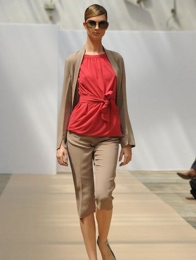 Clothing, Eyewear, Vision care, Leg, Brown, Fashion show, Shoulder, Sunglasses, Joint, Outerwear,