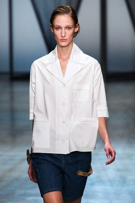Sleeve, Collar, Shoulder, Denim, Style, Pocket, Fashion model, Street fashion, Fashion show, Blazer,