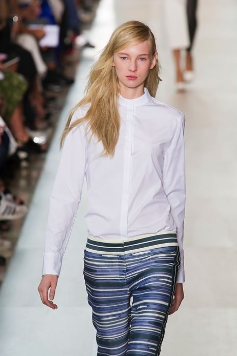 Sleeve, Shoulder, Fashion show, Joint, Outerwear, Fashion model, Style, Denim, Street fashion, Waist,
