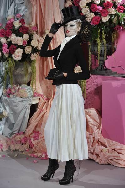 Petal, Textile, Pink, Style, Hat, Bouquet, Fashion, Costume accessory, Cut flowers, Flower Arranging,