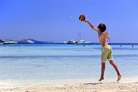 Body of water, Fun, Coastal and oceanic landforms, Shore, Sand, People on beach, Coast, Leisure, Beach, Ball,