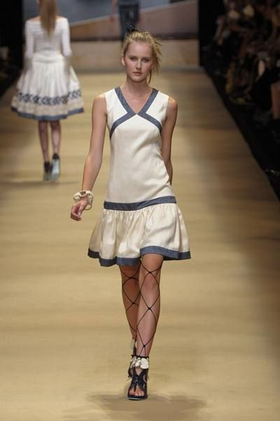 Shoulder, Human leg, Joint, Style, Dress, Fashion show, Fashion, One-piece garment, Knee, Fashion model,