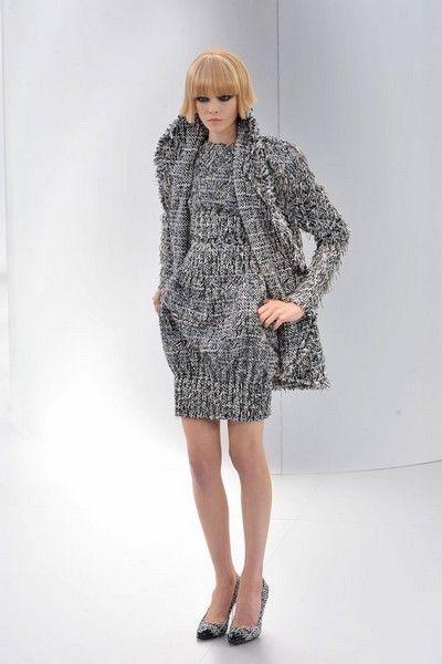 Clothing, Leg, Sleeve, Human leg, Shoulder, Joint, Dress, Style, One-piece garment, Pattern,