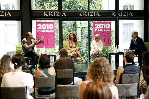 Hair, Head, Chair, Conversation, Advertising, Stage, Houseplant, Banner, Seminar,