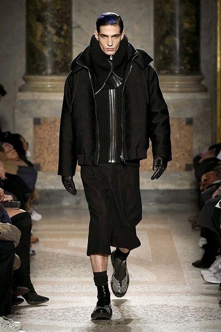 Footwear, Jacket, Fashion show, Outerwear, Winter, Runway, Style, Fashion model, Street fashion, Fashion,