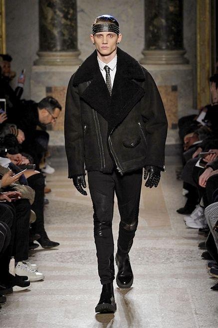 Clothing, Footwear, Leg, Trousers, Fashion show, Outerwear, Jacket, Runway, Style, Winter,