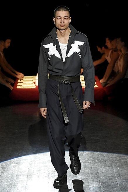 Human body, Fashion show, Outerwear, Style, Runway, Collar, Formal wear, Fashion model, Fashion, Model,
